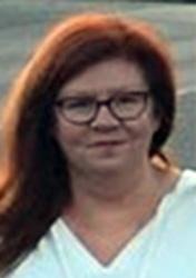 Julie Holt, Decernis